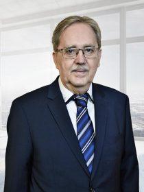 id. Dr. Maklári László ügyvéd